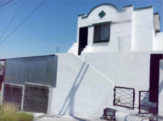 Casa En Venta Con Bodega En Esquina