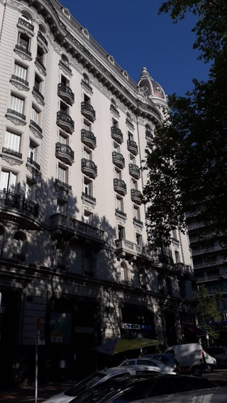 Plaza De Cagancha. Espectacular Sitio. Amplio Apartamento.