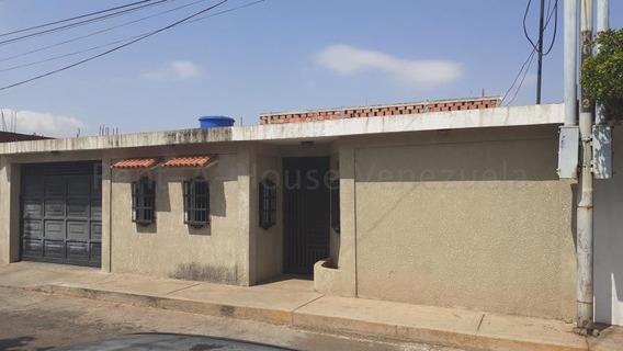 Casa En Venta En Maracaibo, Atgt Mls.20-7792