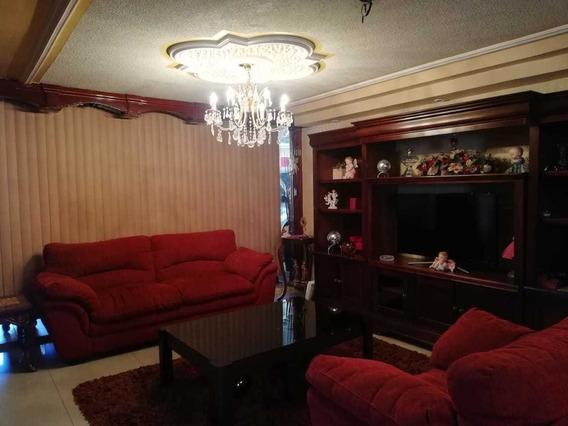 Casa Amplia Con Excelentes Acabados Y Buen Gusto