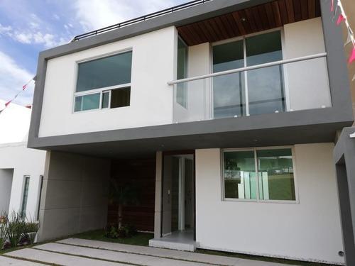 Se Vende Hermosa Residencia En El Refugio, 3 Recamaras, Roof, 3.5 Baños, Jardín