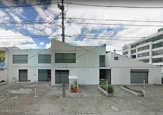 Casa En Venta En Santa Paula Mls 19-624
