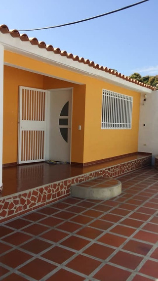 Casa En Venta En La Esmeralda 04128969771