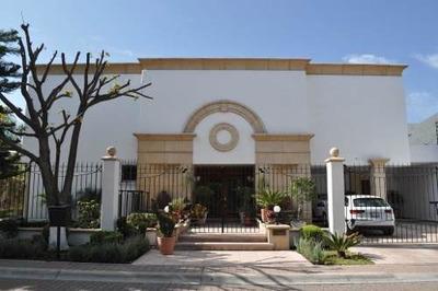 Lujosa Residencia De 4 Habitaciones En Huertas El Carmen.