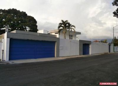 Código # 985 Bella Casa En Alquiler En Cumbres De Curumo.