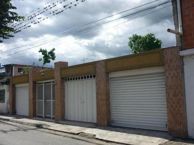 Casa En Venta Con Local Comercial La Coromoto. Mcmb 18-9651