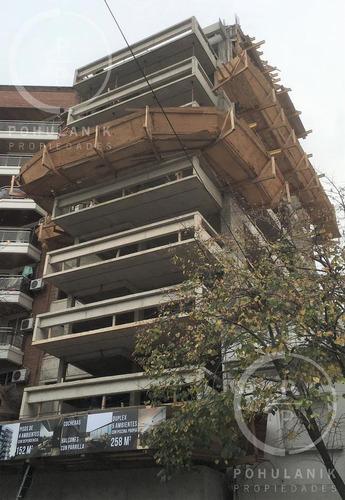 Imagen 1 de 10 de Excelente Piso De 4 Ambientes Con Balcón Con Parrilla, Dependencia Y Cochera. Belgrano.