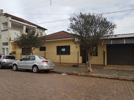 Casa Com 3 Quartos Para Comprar No Centro Em Botelhos/mg - 2592