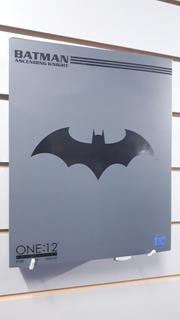 Batman Ascending Knight One:12 Mezco - Tierra Prima