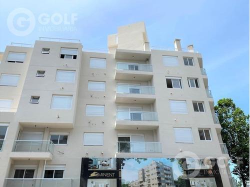 Vendo Apartamento De 2 Dormitorios Con Terraza Hacia Atrás, Garaje Opcional, Ley 18.795, Bella Vista, Montevideo