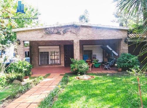 Excelente Casa Con Enorme Jardín En El Pinar