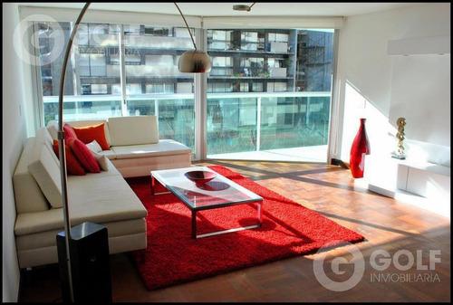 Vendo Apartamento De 3 Dormitorios Más Servicio, Garaje Para Un Auto, Pocitos, Montevideo