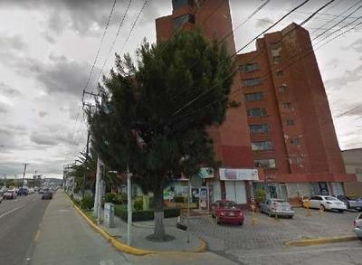 Departamento En Remate, Ubicado Sobre Av. Constituyentes Cerca De Galerías Querétaro.
