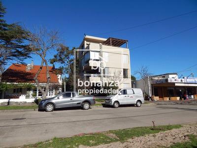 Apartamento En Venta, Piriápolis,4 Cuadras De La Playa
