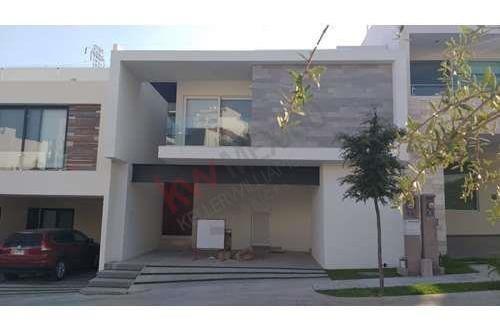 Renta De Casa Semi Amueblada En Fraccionamiento Monterra, Con Vigilancia Las 24 Hrs