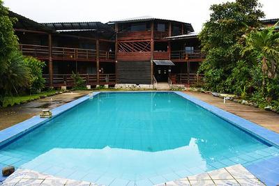 Venta De Hotel En Mindo, 40 Habitaciones, Piscina, 3400 M²
