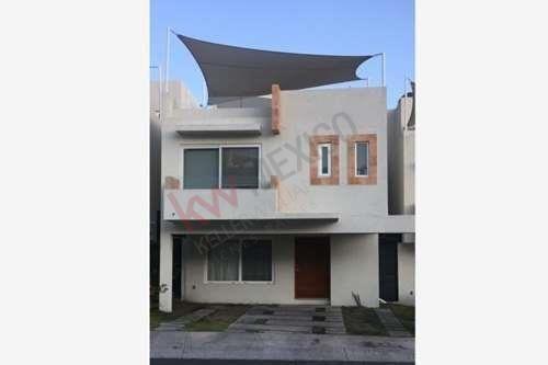 Casa En Venta Cumbres De Juriquilla Queretaro Fraccionamiento Los Olivos Tres Habitaciones