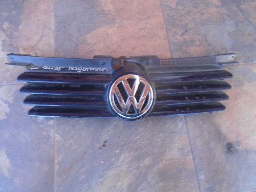 Vendo Parrilla Delantera  De Volkswagen Jetta Año 2003