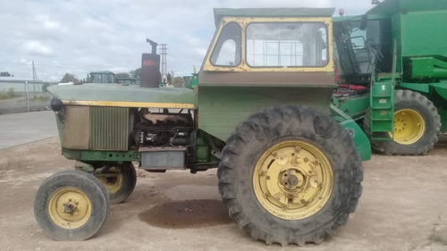 Tractor John Deere 2420, Año 1976