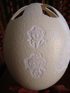 Escultura En Huevo De Avestruz/ Payasos