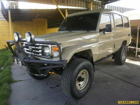 Toyota Otros Modelos Rustico (techo Duro)