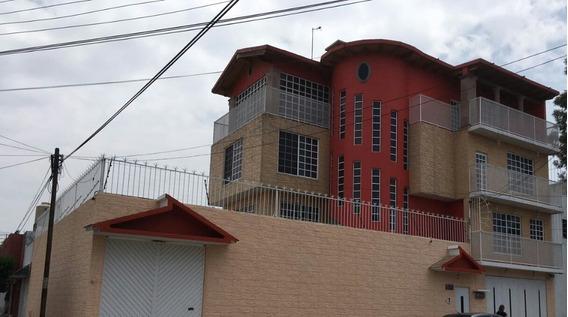 Magnífica Casa En 3 Niveles Con Amplios Espacios A 10 Min. De Plaza Ermita Y Plaza Tezontle.