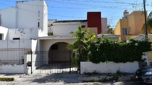 Casa En Colonia Itzimná, A Tres Cuadras De Paseo De Montejo