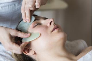 Masajeador Facial Guasha Grande Piedra Jade Verde