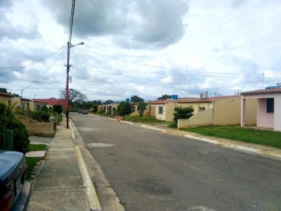 Casa En Venta En La Piedad Norte Cabudare 20-2597 Kcu