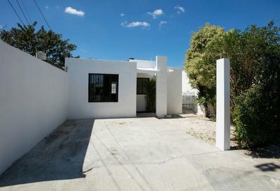 Hermosa Casa De Una Planta En La Juan Pablo