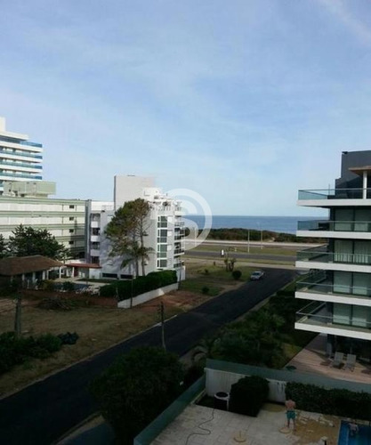 Apartamento En Playa Brava- Ref: 1866