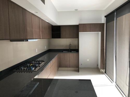 Preciosa Casa En Renta En Coto En Residencial Victoria Guadalajara