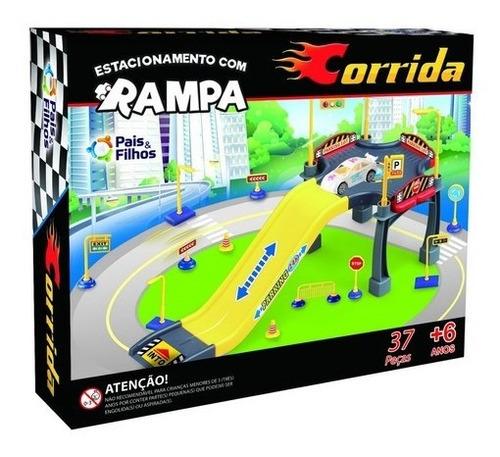 Imagem 1 de 3 de Brinquedo Menino Estacionamento Com Rampa - Corrida Carros