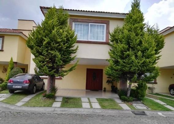 Hermosa Casa En Venta, Semi Nueva, 2 Niveles En Metepec!