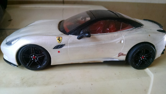 Miniatura Ferrari Califórnia 1/24 - Plastimodelismo