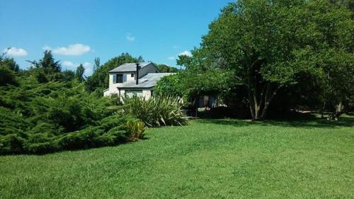 Casa Con Arroyo, 5 Dormitorios En Zelaya.