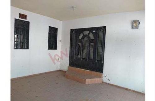 Casa En Residencial Roble De San Nicolas, Recién Remodelada 5 Habitaciones En Excelentes Condiciones