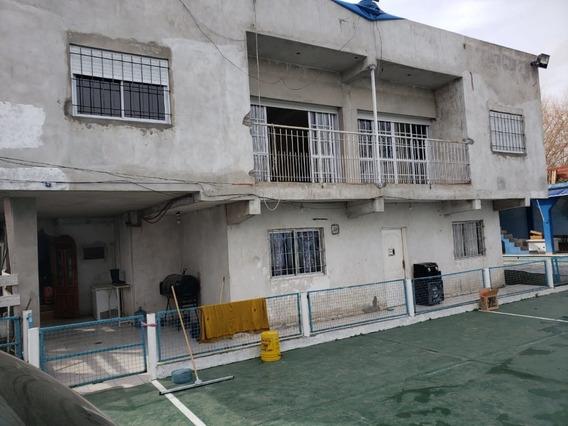 Casa Con Pileta Quincho Salon De Fiestas Cancha De Fútbol