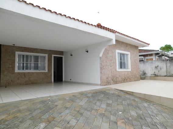 Casa Térrea E Mobiliada À Venda Na Praia De Peruíbe.