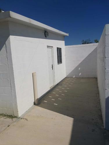 Se Alquila Casa De 1 Dormitorio. Ubicada En Barros Blancos.
