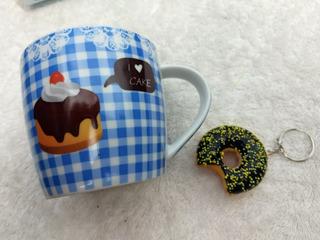 Kit Caneca De Cerâmica Porcelana Love Cake + Chaveiro Donut