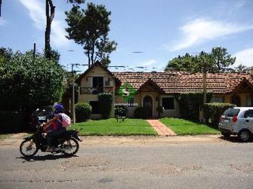 Alquiler Y Venta De Casa En La Mansa, 2 Dormitorios, 2 Baños, Cerca Del Mar- Ref: 44163