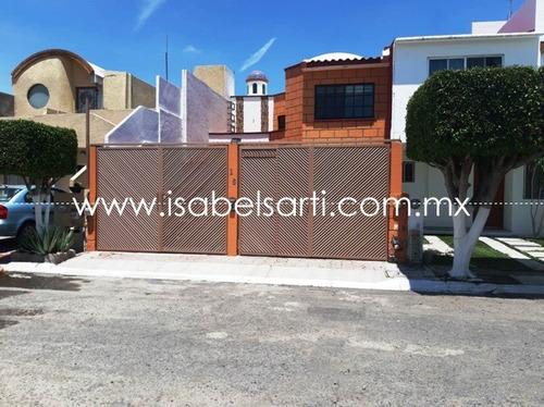 Imagen 1 de 14 de Casa En Venta En Fraccionamiento Carolina D412