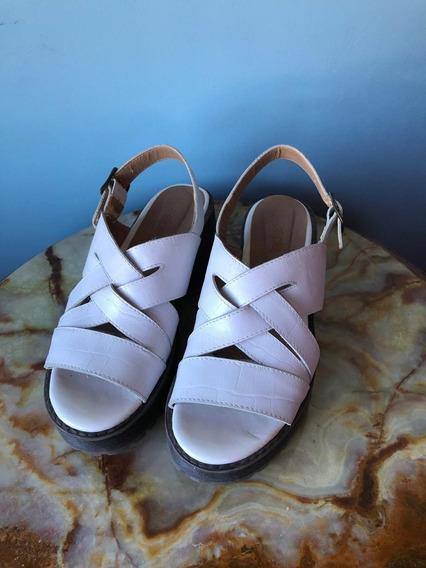 Sandalias Plataforma Blancas De Cuero Talle 36 Marca A Pie