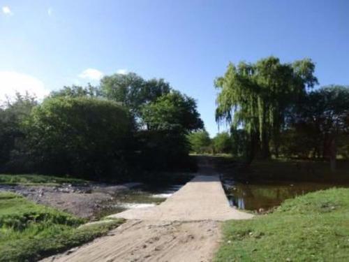 Imagen 1 de 14 de Vendo Terrenos, Loteo Arbolado C/ Río Propio En Casa Grande