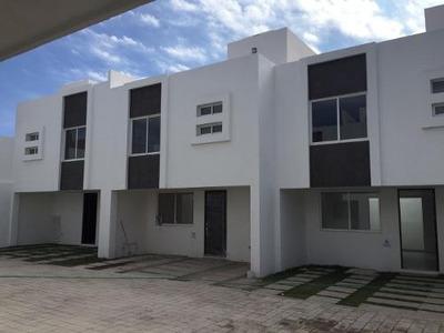 Casa En Venta En Conjunto Cerrado Roof Garden, A 5 Min Del Tec De Mty, Ccu, Atlixcayotl, 11 Sur, Ibero.