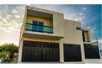 Amplia Casa En Venta Con Buenos Acabados En Fraccionamiento 18 De Marzo, Cd. Madero