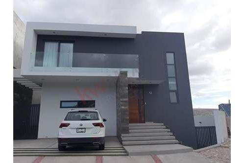 Se Renta Casa Ubicada En La Loma Residencial & Club De Golf, Privada Arzaga / Casa En Renta / Casa / La Loma Residencial & Club De Golf / Excelente Ubicacion / Casa Amueblada /
