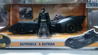 Jada Batmobile & Batman Escala 1:24 - Gianmm