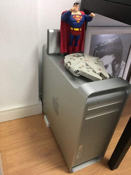 Mac Pro 5.1 Quad Core 2.8 Nehalem A1289 + 2 Cinema Display